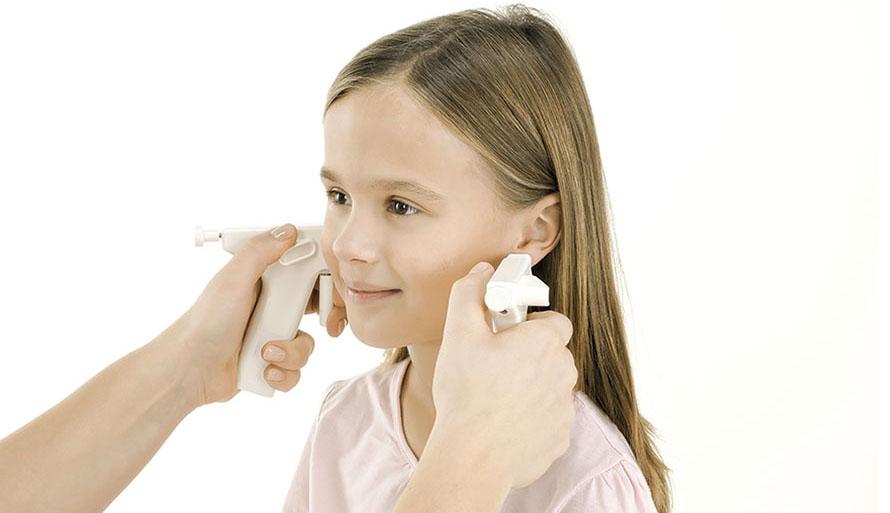 hål i öronen nacka